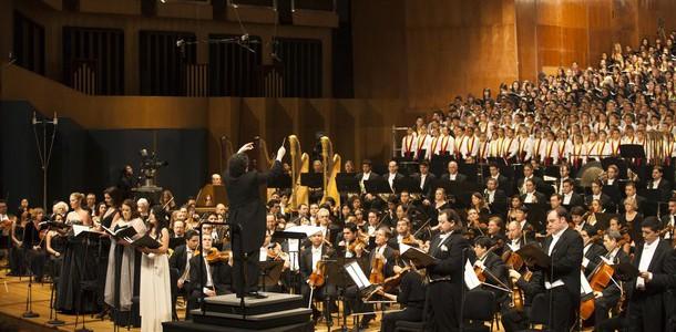 グスターヴォ・ドゥダメル指揮マーラー8番《千人の交響曲》の映像、発売中です